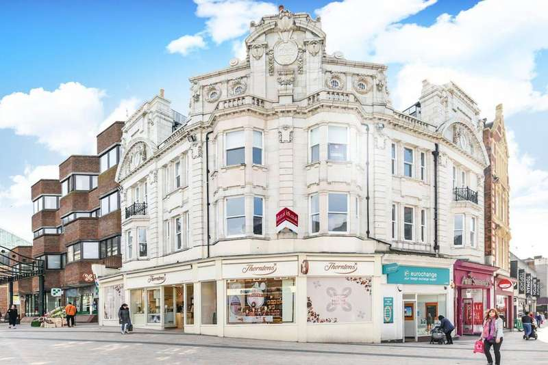 2 Bedrooms Flat for sale in Market Square, Bromley