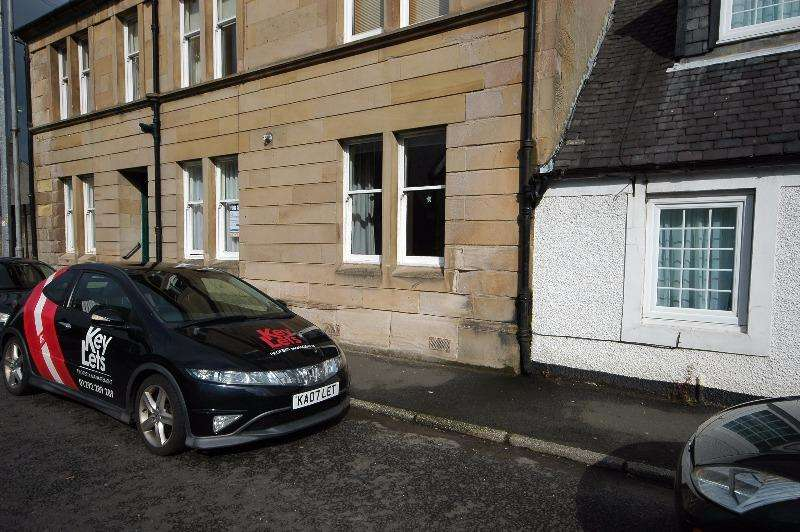 1 Bedroom Flat for rent in Main Street, Lochwinnoch, Renfrewshire, PA12 4AJ