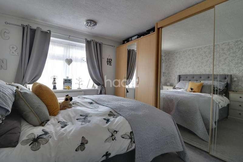 3 Bedrooms Terraced House for sale in Fyfield Avenue, Swindon, Wiltshire