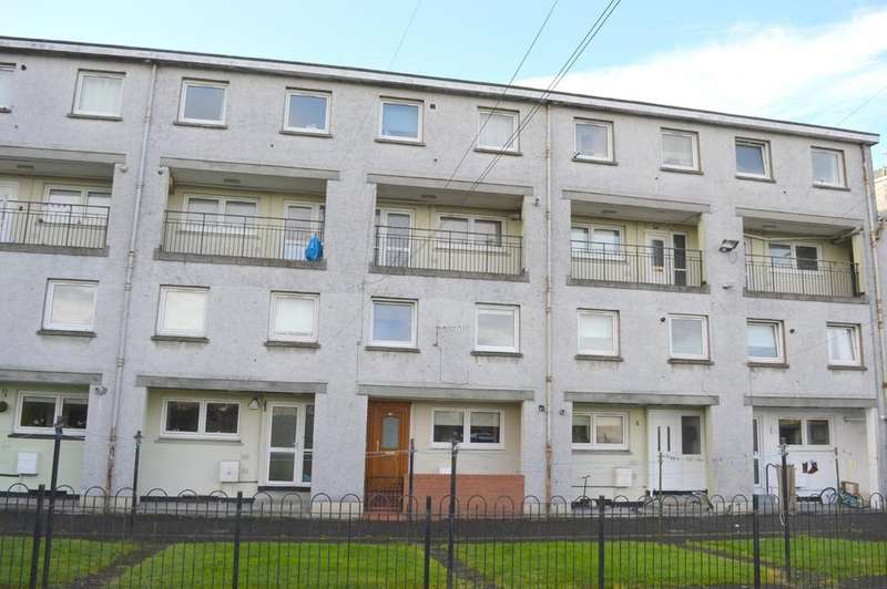 3 Bedrooms Maisonette Flat for rent in Park Crescent, Dumbarton G82 2BH