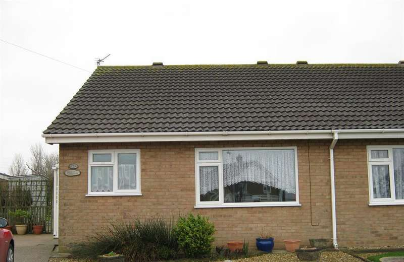 2 Bedrooms Semi Detached House for rent in Buckingham Close, Sutton on Sea,
