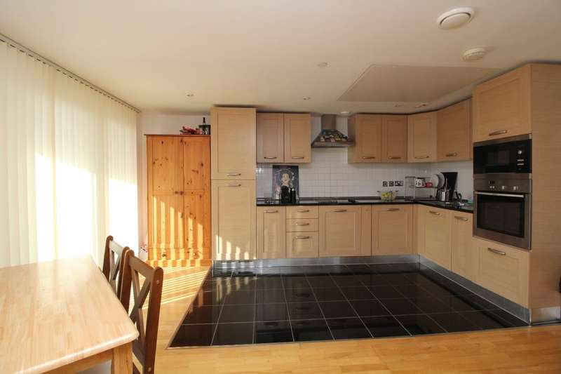 3 Bedrooms Flat for rent in Mast Quay, London, SE18