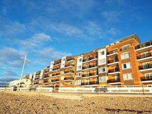 2 Bedrooms Flat for sale in Rock Gardens, Bognor Regis
