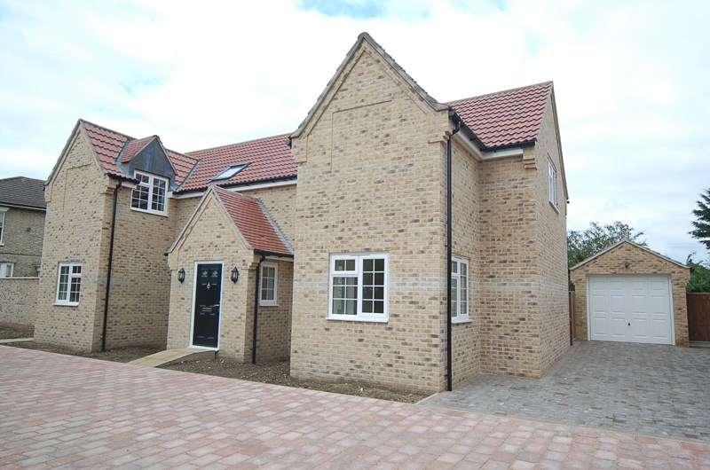 4 Bedrooms Detached House for rent in Dove Close, Lakenheath, Brandon