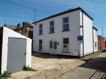 3 Bedrooms Detached House for sale in Nelson Road Central, Great Yarmouth, Norfolk
