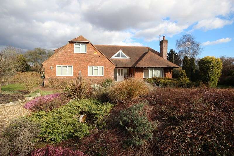 5 Bedrooms Detached House for sale in Crow Lane, Ringwood