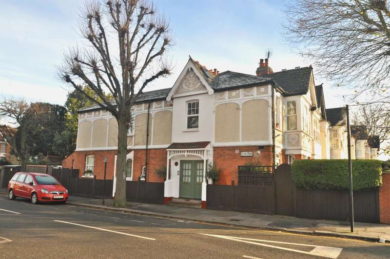 3 Bedrooms Ground Flat for sale in Elers Road, Ealing, W13 9QE