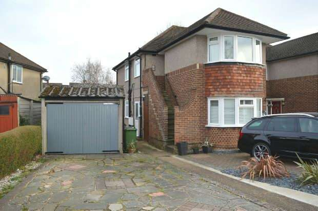2 Bedrooms Maisonette Flat for sale in Amis Avenue, west ewell