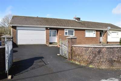 3 Bedrooms Detached House for rent in Five Road, Llanelli, Carmarthenshire