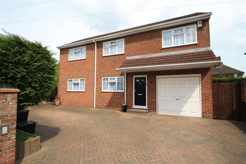 4 Bedrooms Detached House for sale in Hawthorne Avenue, West Cheshunt, Herts, EN7