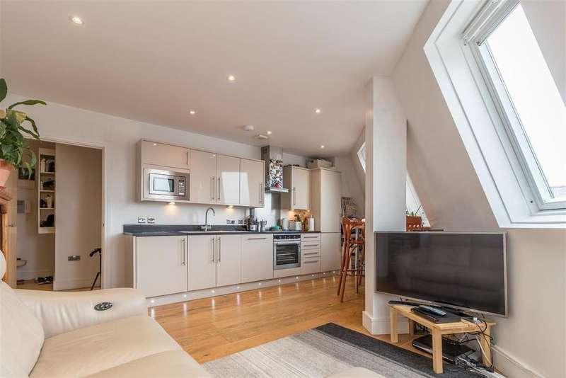 2 Bedrooms Flat for sale in Railway Street, Hertford