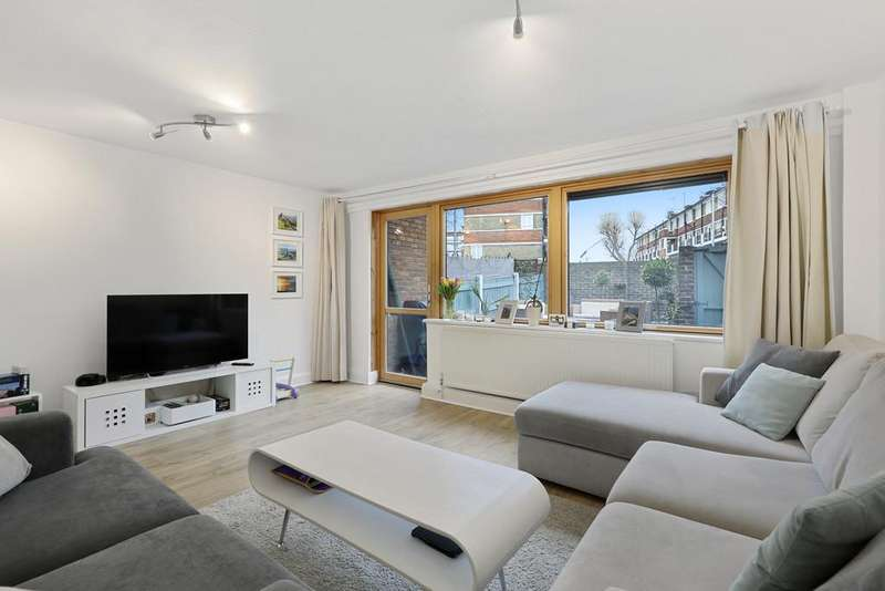 4 Bedrooms Maisonette Flat for sale in Southwark Park Road, Bermondsey