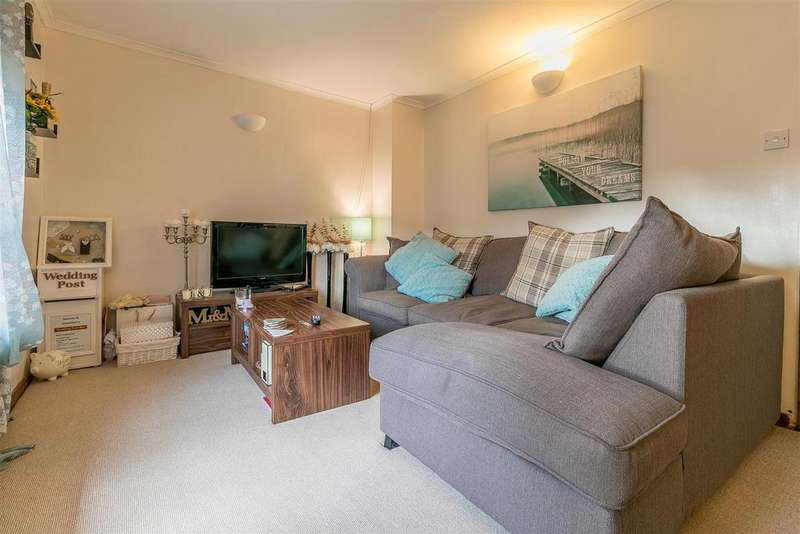 2 Bedrooms Maisonette Flat for sale in Bentley Road, Hertford