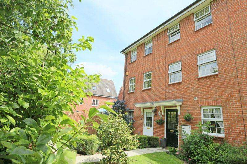 3 Bedrooms Town House for sale in Horton Way, Stapeley, Nantwich