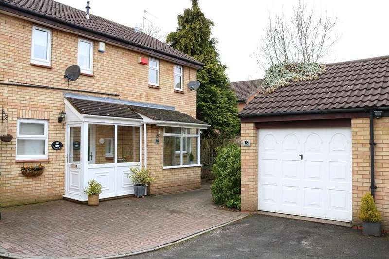 2 Bedrooms Semi Detached House for rent in Turton Way, Kenilworth
