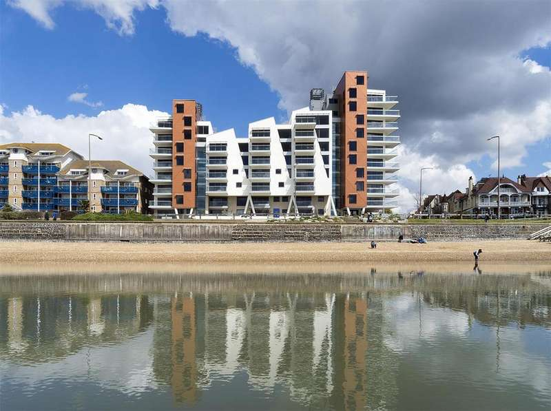 3 Bedrooms Apartment Flat for sale in W8, The Shore, 22-23 The Leas, Westcliff-On-Sea
