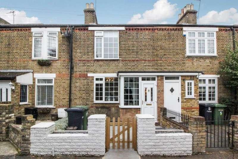3 Bedrooms Terraced House for sale in Gews Corner, Cheshunt, Herts, EN8