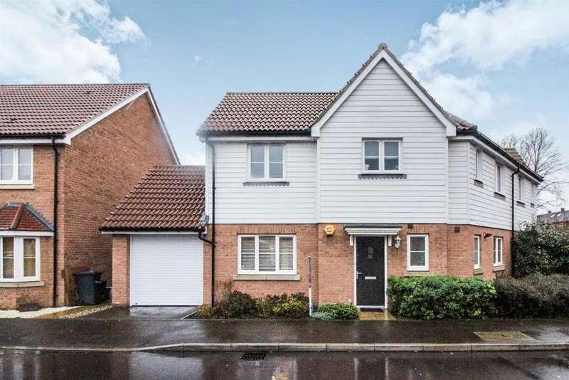3 Bedrooms Semi Detached House for sale in Aldermere Avenue, Cheshunt, Herts EN8