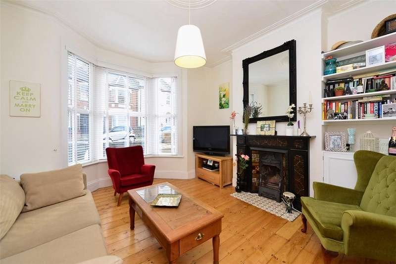 2 Bedrooms Flat for sale in Drayton Road, Tottenham, London, N17