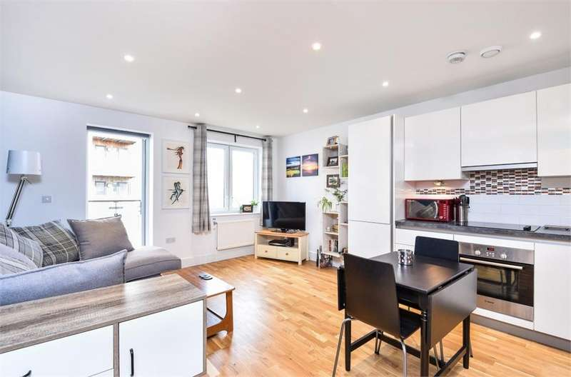 1 Bedroom Flat for sale in Topaz Apartments, High Street, Hounslow, Greater London