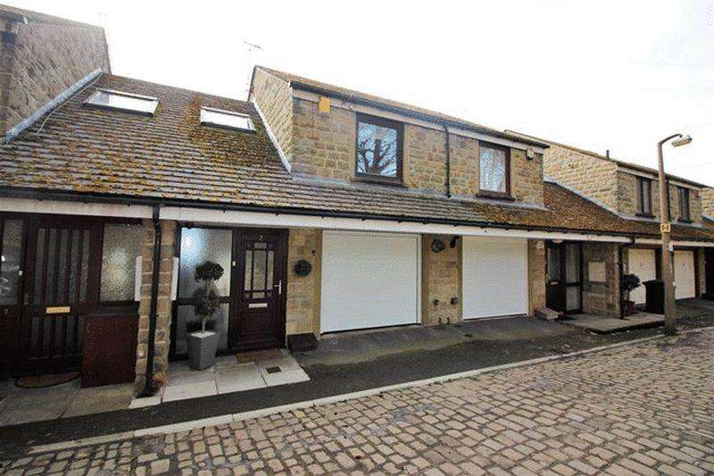 3 Bedrooms Town House for sale in New Lane, Skircoat Green. Halifax
