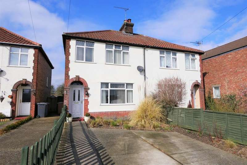3 Bedrooms Semi Detached House for sale in Sproughton Road, Ipswich