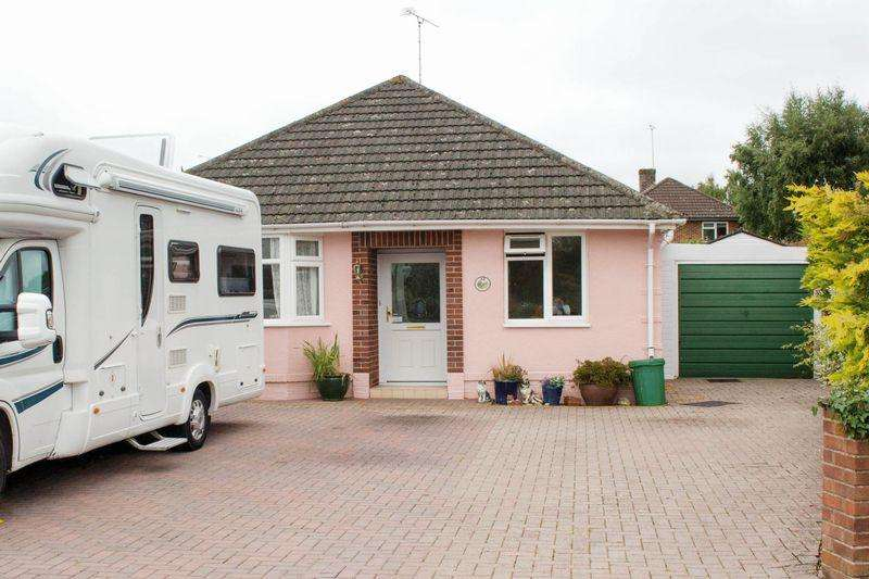 2 Bedrooms Detached Bungalow for sale in Rushington