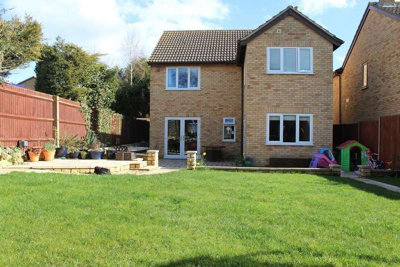 4 Bedrooms Detached House for sale in Beauvoir Place, Yaxley, Peterborough, PE7