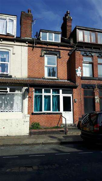 2 Bedrooms Terraced House for sale in Broughton Terrace, Leeds