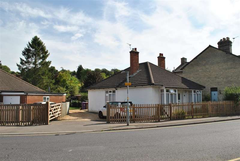 3 Bedrooms Bungalow for sale in Priory Lane, Royston