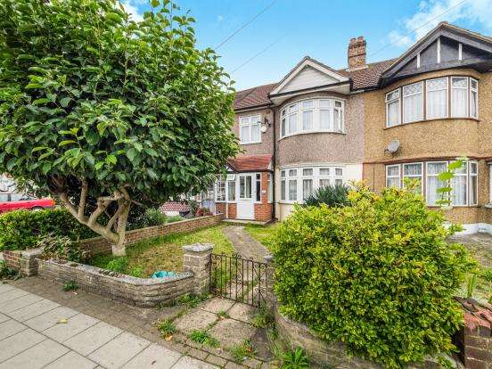 3 Bedrooms House for sale in Aldborough Road South, Seven Kings, IG3