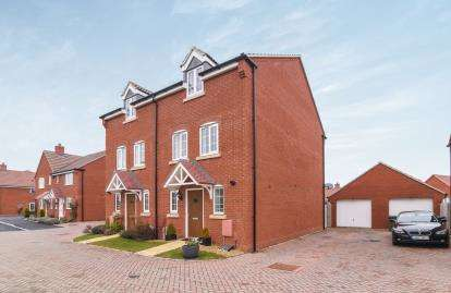 3 Bedrooms Semi Detached House for sale in Beauty Bank, Evesham, Worcestershire