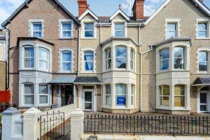 2 Bedrooms Flat for sale in Chapel Street, Llandudno, Conwy, LL30