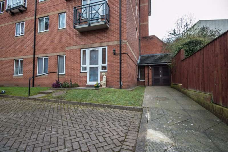 2 Bedrooms Ground Flat for sale in George Law Court, Kidderminster