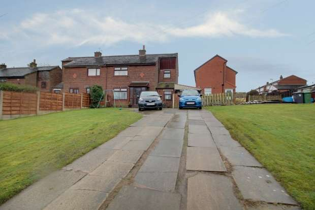 3 Bedrooms Semi Detached House for sale in Alwin Road, Oldham, Lancashire, OL2 7YD