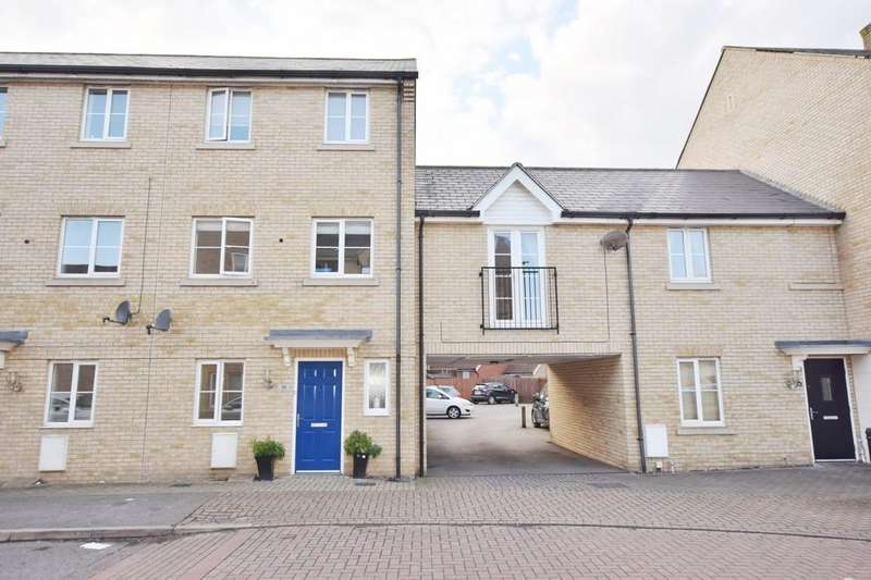 4 Bedrooms Town House for sale in Mortimer Gardens, Colchester CO4 5ZG