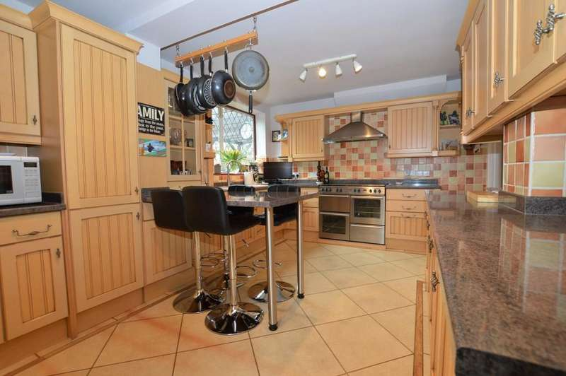 4 Bedrooms Semi Detached House for sale in Restons Crescent, Eltham SE9
