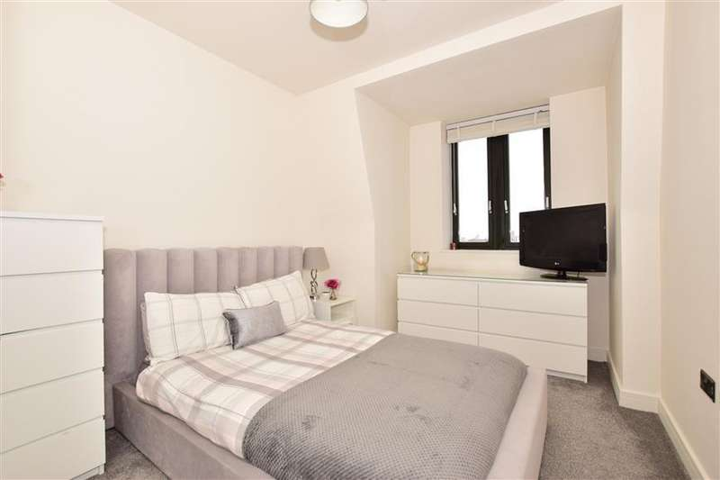 2 Bedrooms Flat for sale in Knightrider Street, Maidstone, Kent