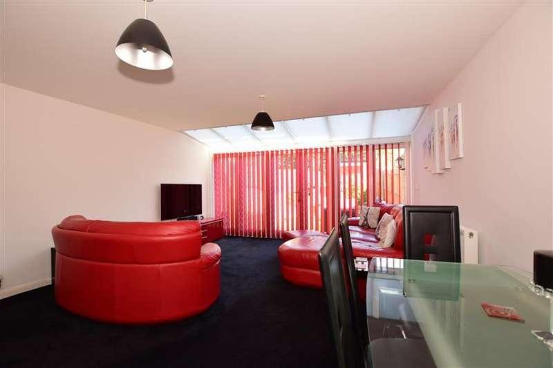 4 Bedrooms End Of Terrace House for sale in Branta Fields, Hoo, Rochester, Kent