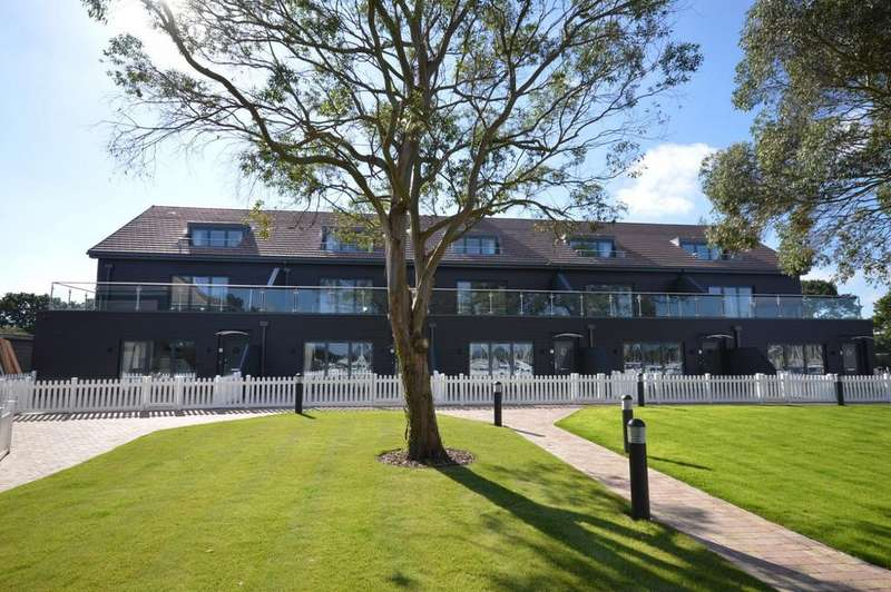 2 Bedrooms Flat for rent in The Salterns, Chichester Marina, Chichester, PO20