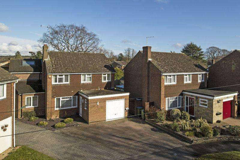 4 Bedrooms Detached House for sale in School Close, Horsham