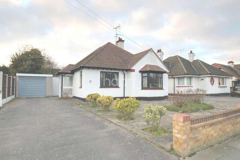 2 Bedrooms Bungalow for sale in Blenheim crescent, Leigh On Sea