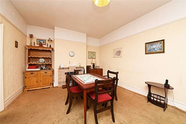 3 Bedrooms Semi Detached House for sale in Chandos Road, East Finchley, N2