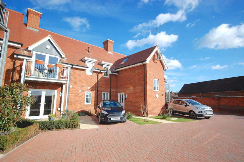 2 Bedrooms Apartment Flat for sale in Church Road, Boreham, Chelmsford, CM3