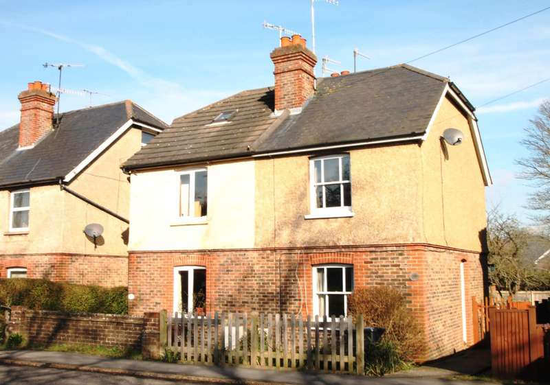 2 Bedrooms Semi Detached House for rent in Hartfield Road, Forest Row
