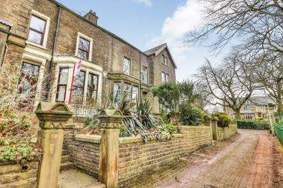 3 Bedrooms Terraced House for sale in Park Avenue, Burnley, Lancashire