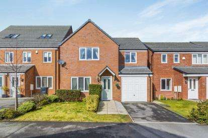 4 Bedrooms Detached House for sale in Greylag Gate, Newcastle, Staffordshire