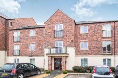 2 Bedrooms Flat for sale in Curlew House, Elvington Terrace, York, North Yorkshire