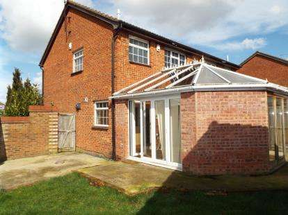 3 Bedrooms Semi Detached House for sale in Markfield Close, Luton, Bedfordshire