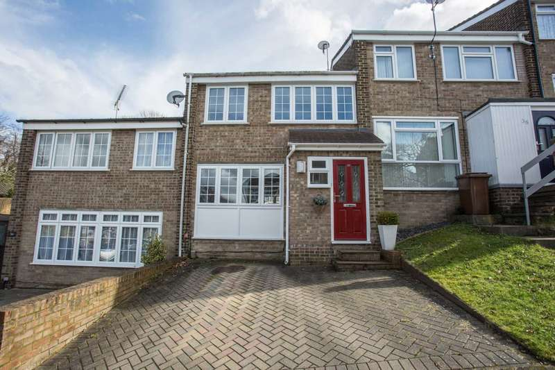 3 Bedrooms Terraced House for sale in Broadlands Drive, Walderslade